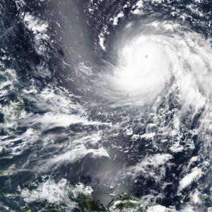 Sateliittikuva Mangkhut-myrskyn etenemisestä.