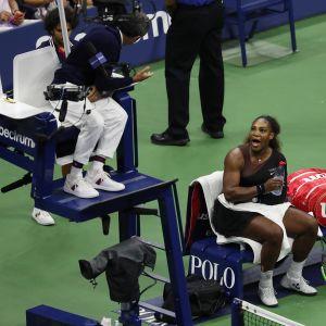 Serena Williams huutaa Carlos Ramosille.
