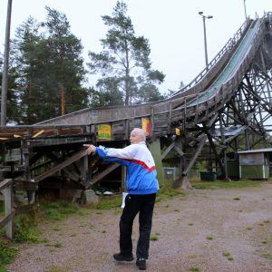 Aarne Kuisma on ollut mukana Herttoniemen mäkihyppääjien toiminnassa 1960-luvulta saakka.