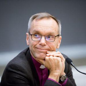Porvoon piispa Björn Wikström kuvattuna arkkipiispavaalipaneelissa Turussa 13.12.2017.