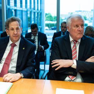 Tiedustelupäällikkö Hans-Georg Maaßen ja sisäministeri Horst Seehofer.