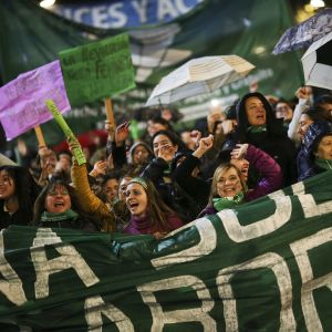 Aborttioikeutta kannattavia mielenosoittajia.