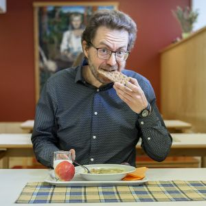 Antti Taipale lounaalla.