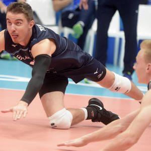 Eemi Tervaportti ja Niklas Breilin taistelivat Venäjä-ottelussa.