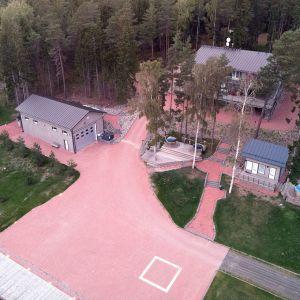 Airiston Helmen Villa Ybbersnäs nähtynä ilmasta Paraisilla 23. syyskuuta.