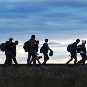 Pakolaisia unkarin rajalla.