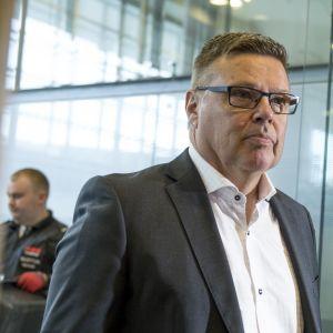 Helsingin huumepoliisin entinen päällikkö Jari Aarnio Helsingin käräjäoikeudessa 2. lokakuuta 2018.