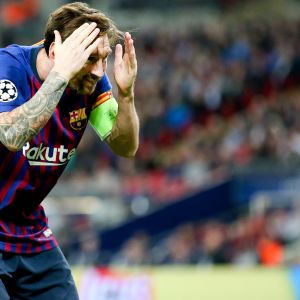 Barcelonan Lionel Messi juhlii maalia.