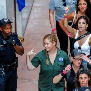 poliisi ja naisia