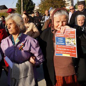 Perustuslain muutosta kannattava mielenosoitus Draganesti Oltissa