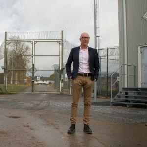 Kalixin nuorisokotia ympäröi piikkilanka-aita, koska se on yksi Ruotsin viidestä nuorisokodista johon sijoitetaan myös vakaviin rikoksiin syyllistyneitä 15 - 17 -vuotiaita nuoria.