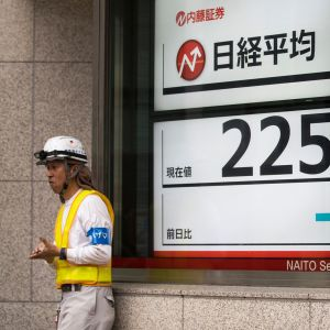 Tokion pörssin laskevat kurssit huolettivat Japanissa torstaina 11. lokakuuta.