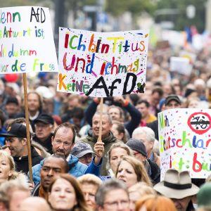 Mielenosoitus Vaihtoehto Saksalle -puolue AfD:ta vastaan Münchenissa 3. lokakuuta.