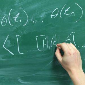 Matemaattinen tehtävä liitutaululla