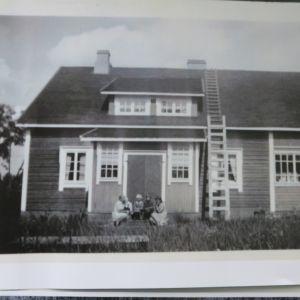 Vanha kuva talostga