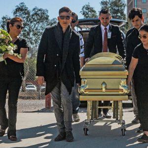 Naisjalkapalloilija Marbella Ibarran hautajaissaattue kantoi arkkua Tijuanassa Meksikossa 18. lokakuuta.