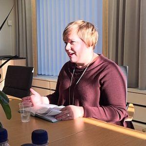 ministeri Annika Saarikko, perhe- ja peruspalveluministeri, Saarikko maakuntamatkalla Kouvolassa kaupungintalolla