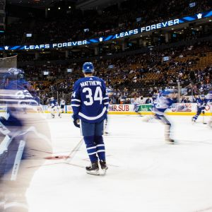 Toronton Auston Matthews jäällä.