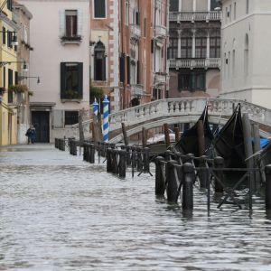 70 prosenttia Venetsian historiallisesta keskuksesta on jäänyt tulvavesien alle.