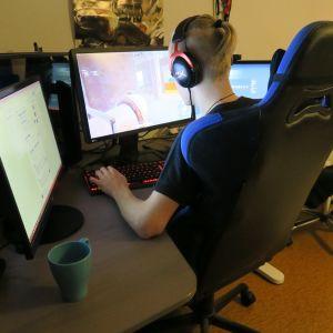 Paavo Voutilainen pelaa Player Unknown's Battlegrounds -peliä.