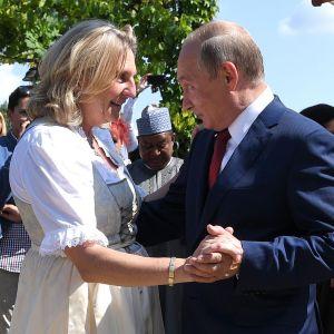 Vladimir Putin ja Karin Kneisslin