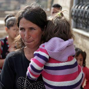Isisin panttivangiksi joutunut, druusivähemmistöön kuuluva nainen ja hänen tyttärensä vapautettiin 21. lokakuuta 2018. Isis otti heinäkuussa 30 panttivankia hyökätessään Sweidaan.