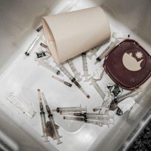 Käytettyjä huumepiikkejä keräyspisteellä