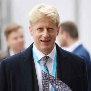 Liikenneministeri Jo Johnson jättää Mayn hallituksen EU-eron vuoksi.
