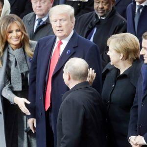 Melania Trump, Donald Trump,  Angela Merkel,  Emmanuel Macron ja  Vladimir Putin muistotilaisuudessa Pariisissa.