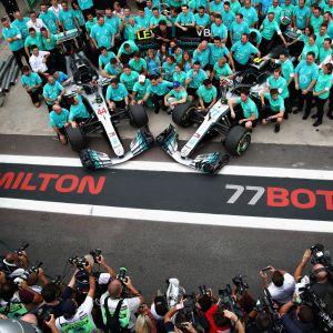 Mercedes juhli viidettä mestaruutta putkeen riemukkaasti.
