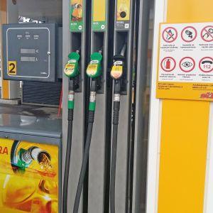Tankkauspiste St1-huoltoasemalla Lahdessa.
