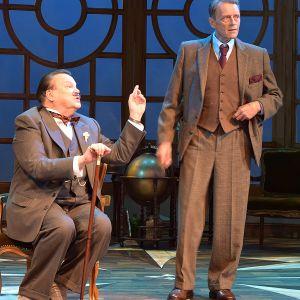Poirot ja Hastings teatterin näytelmässä