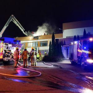 Kaarinassa Terottajankadulla sijaitsevassa teollisuusrakennuksessa on sattunut maanantaina iltakuuden jälkeen tulipalo