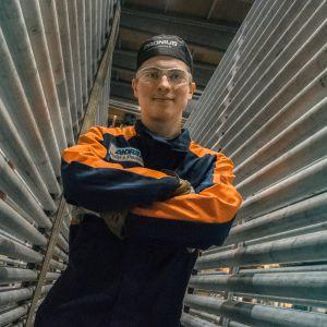 Veli-Matti Nyyssönen työpaikallaan Varkauden Andritzin konepajalla.