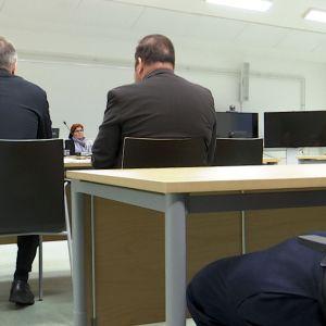 Pudasjärven kerrostalomurhasta syytetylle luettiin haastehakemus Oulun käräjäoikeudessa 22.11.2018.