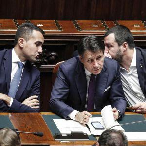 Luigi Di Maio, Giuseppe Conte ja Matteo Salvini Italian edustajainhuoneen istunnossa Roomassa 21. marraskuuta.