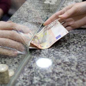 Raha vaihtaa omistajaa