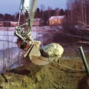 Neve napapiirin energia ja vesi kaivutyö kivi putkirikko