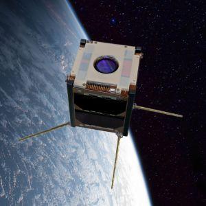 Suomi 100 -satelliitti renderointi avaruudessa