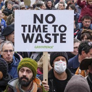 Mielenosoittajis Brysselissä.