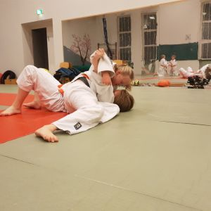 Savonlinnan Shikatan 11-vuotias judoka Karita Immonen Toppalan tatamilla.