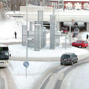 Autoja talvisessa liikenneympyrässä.