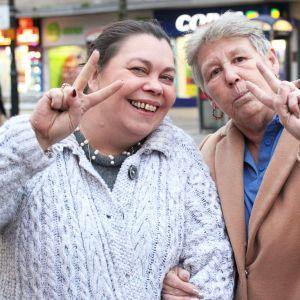 Romfordilaiset Carolyn ja Sharon Stewart