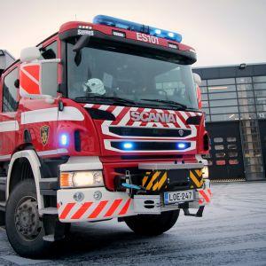Paloauto Etelä-Savon pelastuslaitoksen pihassa.