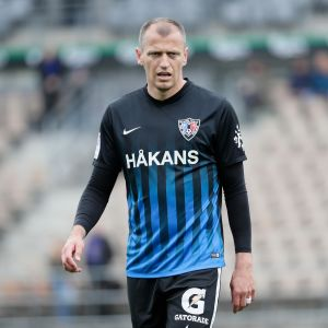 Njazi Kuqi Interin paidassa.