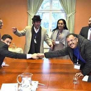 Huthi-kapinallisten ja Jemenin hallituksen edustajat sopivat vankien vaihtamisesta. Neuvotteluihin osallistuivat myös Punaisen Ristin ja YK:n edustajat.