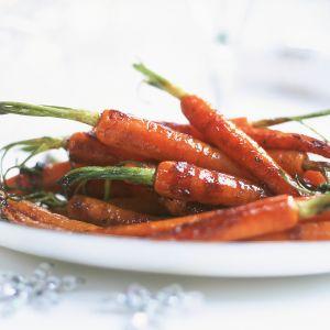 Porkkanoita lautasella