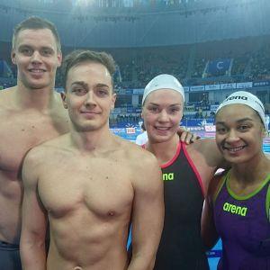 Suomen uinnin viestijoukkue kuvassa