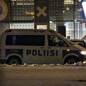 Poliisi seurasi Oulun Perussuomalaisten järjestämää mielenosoitusta.