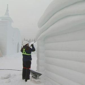Rovaniemen Napapiirille tulevaa Muumien lumiveistospuistoa rakennetaan 13.12.2018.